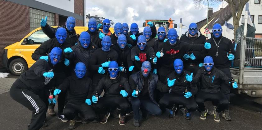 Blue Man Group beim Karnevalszug in Vossenack